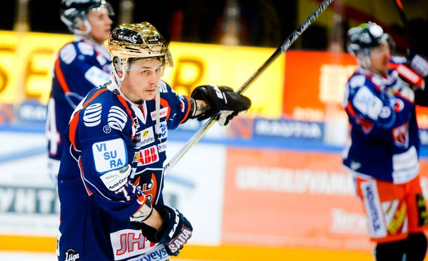 Kristian Kuusela (kuvassa) pelannee perjantaina neljännessä finaalissa Patrik Laineen kanssa samassa ketjussa.