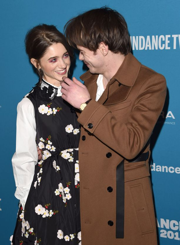 Natalia Dyer ja Charlie Heaton eivät malttaneet pitää katsettaan irti toisistaan Sundancen elokuvajuhlilla tammikuussa.