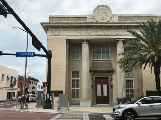 Vanha pankki oli ollut tyhjillään kauan ennen kuin skientologit kunnostivat sen. Se on nykyään kaikille avoin kirkon informaatiokeskus.
