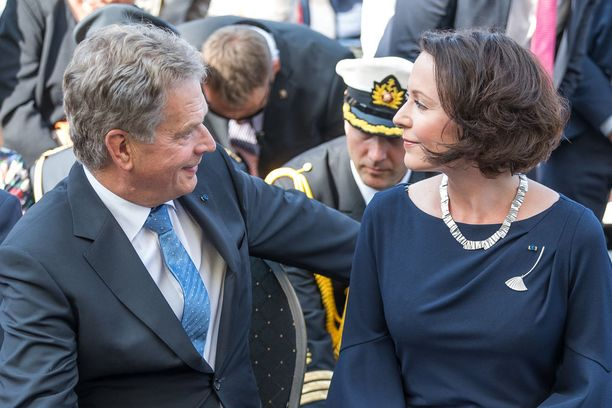 Presidentinkanslian tiedotteessa mainittiin, että perheenlisäys ei tule vaikuttamaan presidentin työn hoitoon. Kuva on otettu elokuussa Tukholmassa.
