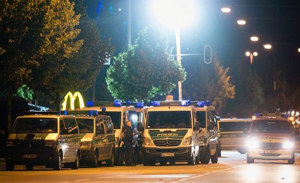 Tekijä ampui yhdeksän ihmistä ja itsensä perjantaina Münchenissä.