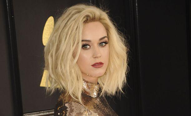 Katy Perryltä pääsi suusta sammakko.