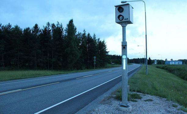 Aiempina vuosina valvontavuorokauden aikana on todettu keskimäärin noin 5 000 kameranvälähdystä.