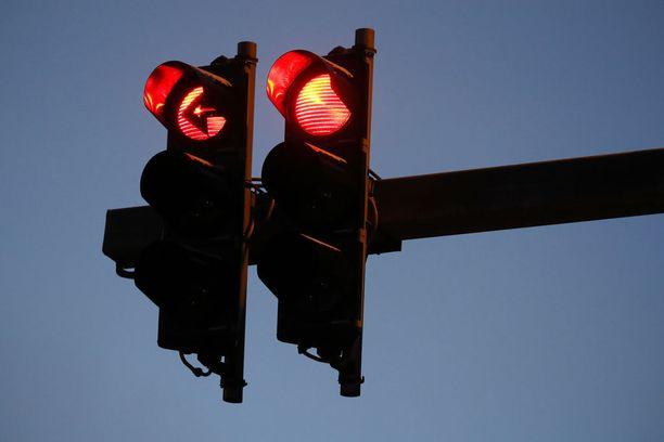Kuljettajien käsirysyn aikana muu liikenne seisoi valoissa. Oikeudessa käsitelty tapaus sattui kesäkuussa 2016. Kuvituskuva.