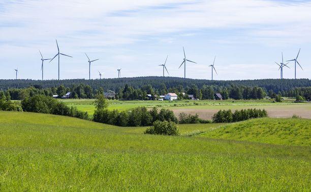Riidan aihe: Ilmajoen Santavuorelle on noussut yksi Suomen suurimmista tuulivoimapuistoista. Monet väittävät voimaloiden synnyttävän ihmisille vaarallista infraääntä.
