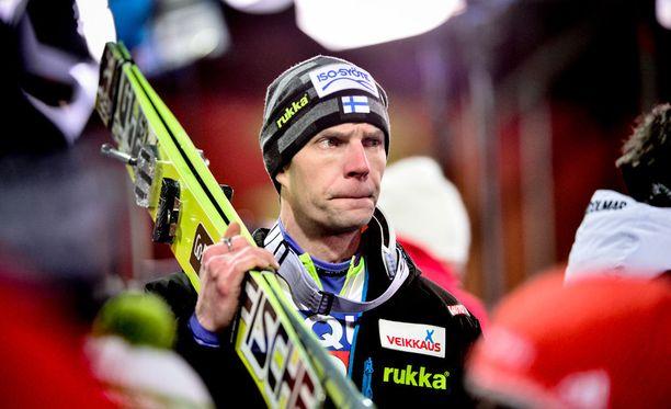 Janne Ahoselta jää Linnan juhlat väliin.