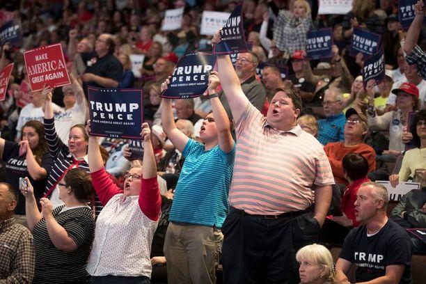 Trumpin vaalitilaisuuksista ei hurmoshenkisyyttä puutu.
