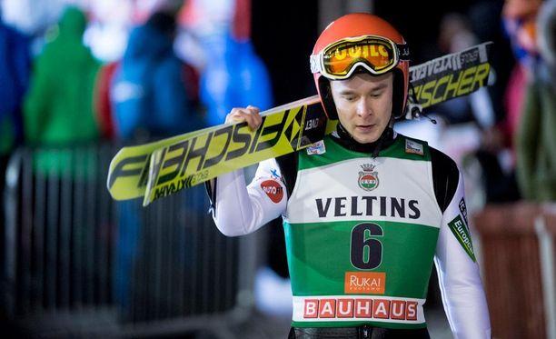 Jarkko Määtän hyvin alkanut torstai päättyi ikävällä tavalla karsiutumiseen maailmancupin kilpailusta.