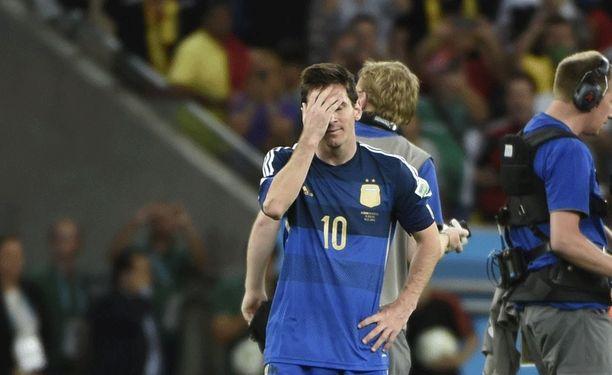 Leo Messin pettymystä Brasilian MM-kisojen loppuottelun päättymisen jälkeen.