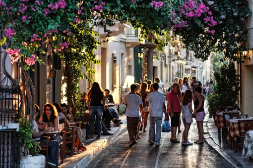 Kreikan kaupunkien tunnelmallisilla kujilla saa ajan kulumaan.