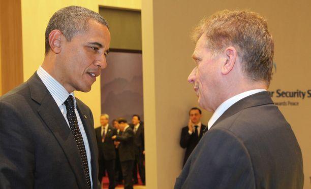 Presidentti Sauli Niinistö ja Yhdysvaltain presidentti Barack Obama ydinturvahuippukokouksessa Etelä-Korean Soulissa maaliskuussa 2012.