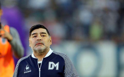 """Legenda näyttää videolla takapuoltaan – tytär surullisena: """"Sinä näet Maradonan, minä vanhan isäni"""""""