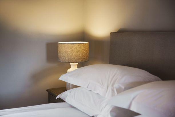 Muhkeat tyynyt tuovat hotellitunnelmaa.