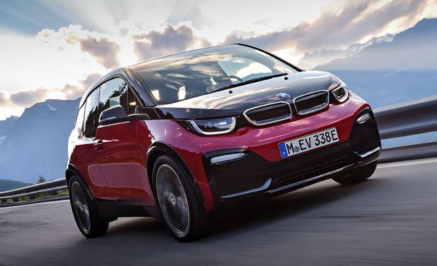Ajovalot on toteutettu uudessa mallissa täysin led-tekniikalla.