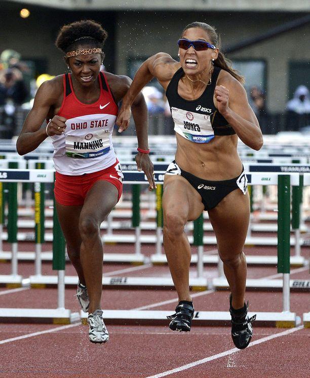 Jones on kilpaillut menestyksekkäästi myös aiturina. Lontoon olympialaisissa hän oli neljäs 100 metrin aitojen finaalissa.