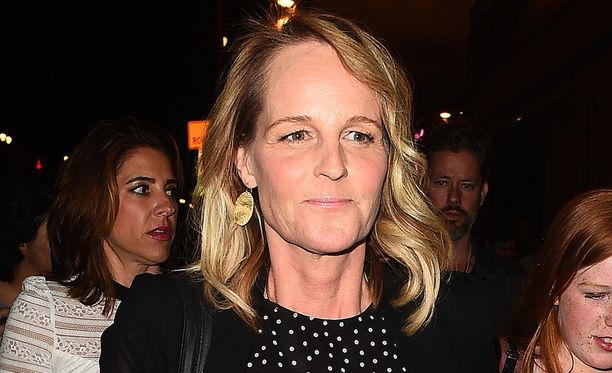 Helen Hunt erosi miesystävästään.