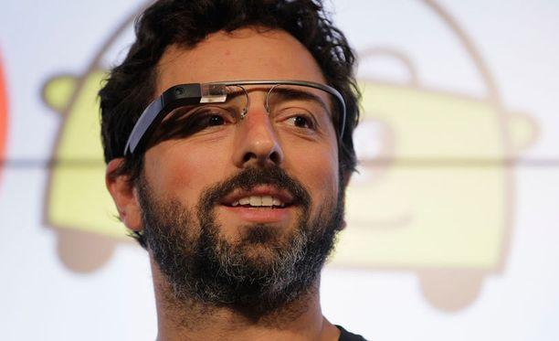 Tältä näyttää Google Glass. Esittelijänä Googlen perustaja Sergey Brin.
