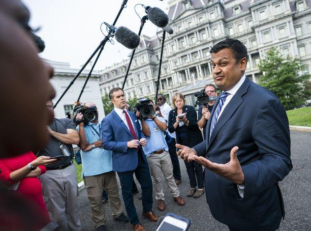 Valkoisen talon apulaisviestintäpäällikkö Raj Shah kertoi medialle FBI-raportin tuloksista.