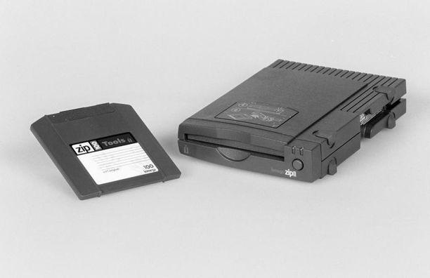 Ballisten ohjusten ja ydinpommikoneiden operatiivisesta toiminnasta vastaava järjestelmä käyttää edelleen diskettejä.