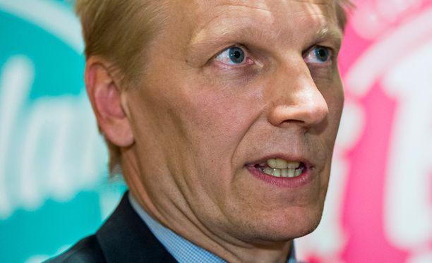 Maatalous- ja ympäristöministeri Kimmo Tiilikainen tiedotti perjantaina, että Maaseutuviraston ylijohtaja Leena Tenhola siirretään syrjään tehtävästään.