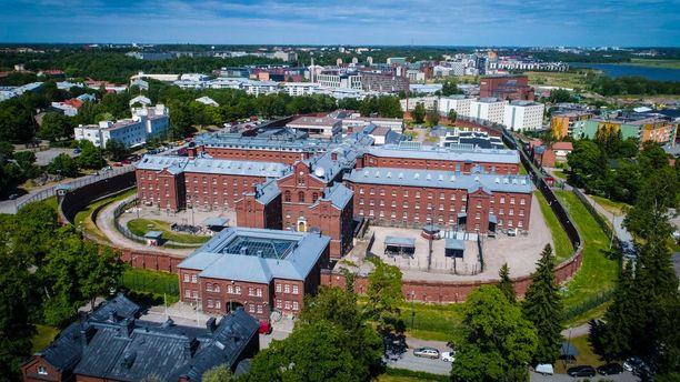 Rikosseuraamuslaitos järjesti torstain ja perjantain välisenä yönä Helsingin vankilassa tapahtuman, jossa eri alojen edustajat pääsivät yöpymään sellissä ja tutustumaan vankilan olosuhteisiin.