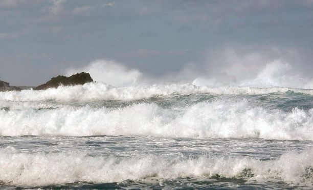 Rahtialus joutui myrskyyn viime yönä Britannian rannikolla. Kuvituskuva.