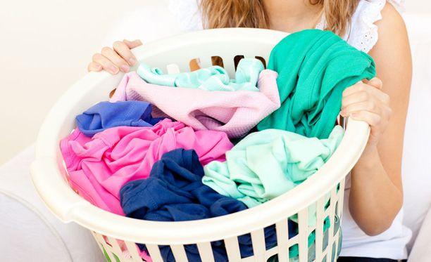 Järjestä perheenjäsenille omat puhtaan pyykin korit.
