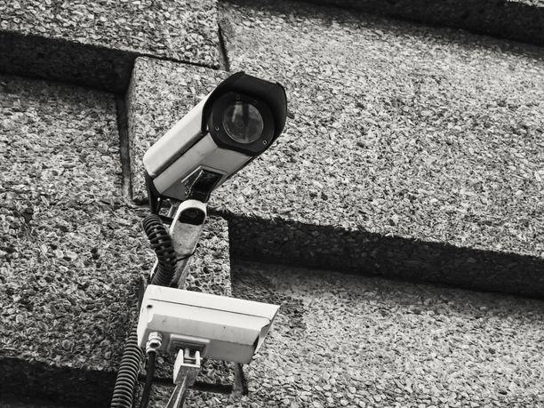 Valvontakamera. Kuvituskuva.