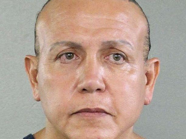 Cesar Sayoc on nyt poliisin huostassa. Hänellä on aiempaa rikostaustaa, mutta hän ei ollut tiedustelupalvelun seurannassa.