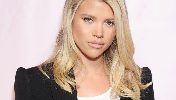 Amerikkalaismalli Sofia Richie yllätettiin kesken meikkitutoriaalin kuvaamisen.