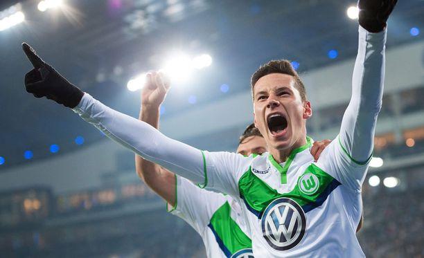 Wolfsburgin Julian Draxler iski kaksi arvokasta vierasmaalia Belgiassa.