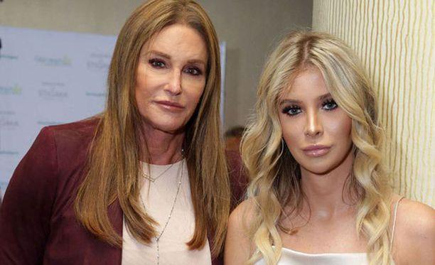 Sophia myönsi suhteen 68-vuotiaaseen Caitlyniin.