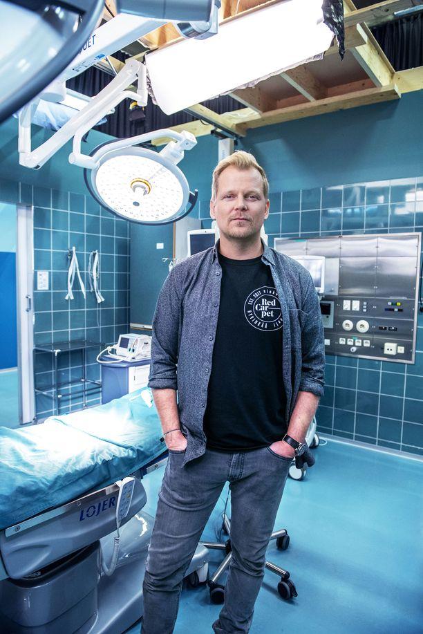 Antti Luusuaniemi palaa sydänkirurgi Max Hanssonin rooliin.