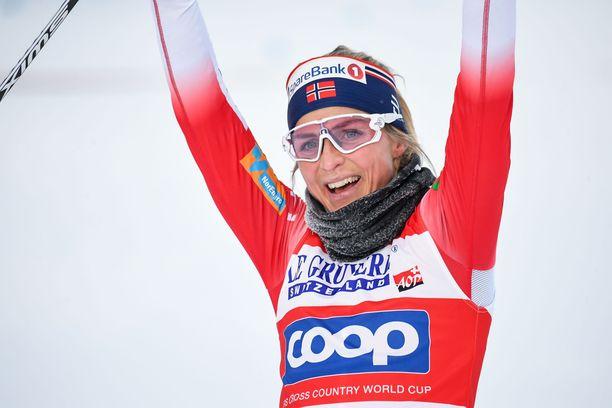 Therese Johaug oli ylivoimainen tämän kauden maailmancupin avauksessa Rukalla.
