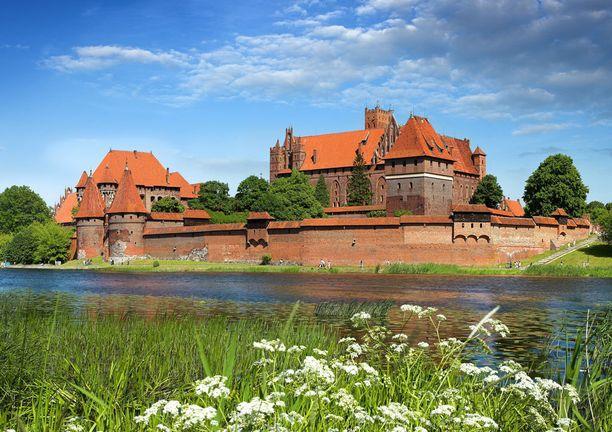 Valtavassa linnassa saa uppoamaan tunteja.
