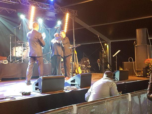 Aro sai palkinnon Nokialla, mistä laulaja on myös kotoisin.