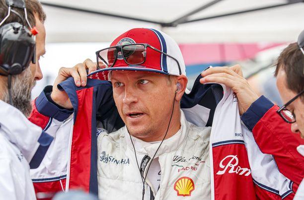Ammattimiehen kädenjälki näkyy Alfa Romeolla. Kimi Räikkönen ei lähtenyt keskikastin talliin jäähdyttelemään, vaikka sellaisiakin epäilyjä heitettiin ilmoille.