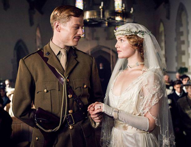 Nortonin hahmon Clifford Chatterleyn Constance-vaimoa esittää Lady Chatterleyn rakastajassa Holliday Grainger.
