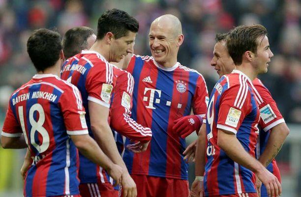Arjen Robben (kesk.) iski kahdesti viikonlopun HSV-murskajaisissa. Osuuko mies myös tänään?
