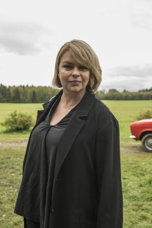 Mielensäpahoittajan toisen pojan puolison roolin näyttelee Elina Knihtilä.