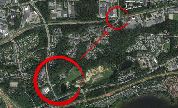 Iso punainen ympyrä osoittaa Kalkun viertotien alkupään ja Mustavuoren aluetta, jolta uusien havaintojen perusteella poliisi uskoo laukaukset ammutun. Pieni ympyrä osoittaa paikan Kalkunvuorenkadulla, jossa mies talutti pyörää luodin osuessa hänen jalkaansa. Välimatka on noin kilometristä puoleentoista.