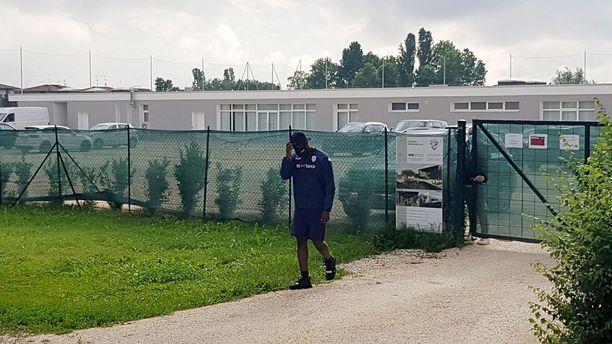 Mario Balotellilta evättiin pääsy Brescian harjoituskeskukseen.