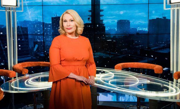 Sanna Ukkola juontaa perjantaisin TV1:llä Pressiklubia.