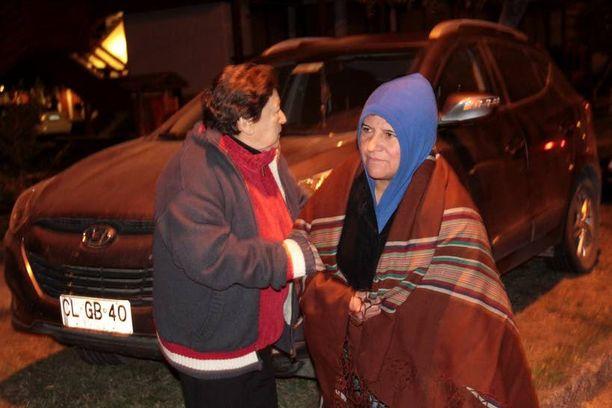 Ihmiset jättivät kotinsa aamuyön tunteina Puconin kylässä Etelä-Chilessä.