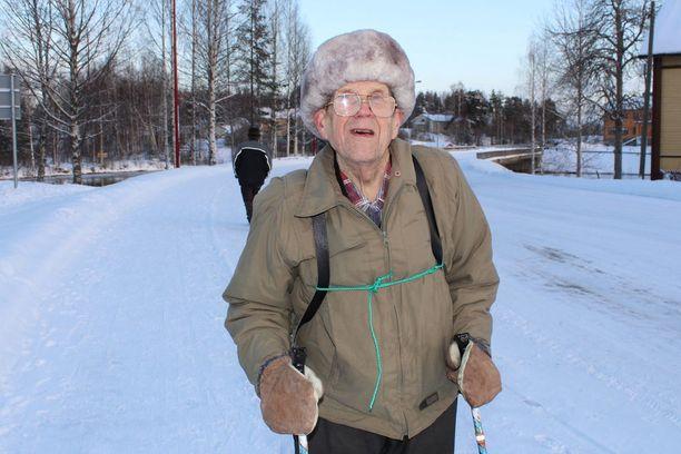 - Terveyspalvelut ovat erittäin tärkeät meille vanhuksille, muistutti Viljo Kuosmanen Juankosken pääkadulla.
