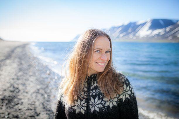 Satu Rämö perheineen viihtyy Islannin Länsivuonoilla.