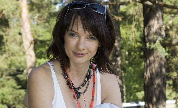 Kirsi Salo tunnetaan muun muassa ohjelmista Tupla tai kuitti, Kirsi ja himoshoppaajat, Heikoin lenkki ja Baari.