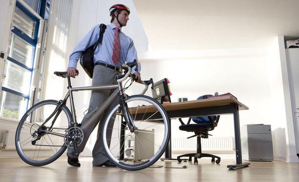 Pyöräillessä tapahtuu noin neljäsosa työmatkatapaturmista.