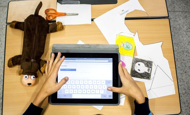 Monessa koulussa käytetään tabletteja opetusvälineenä.