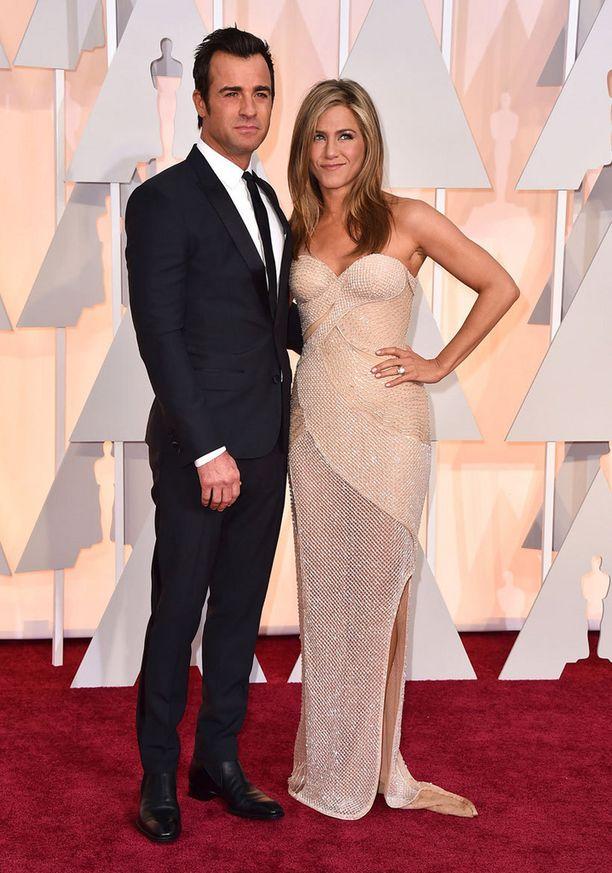 Näyttelijäpariskunta Justin Theroux ja Jennifer Aniston.